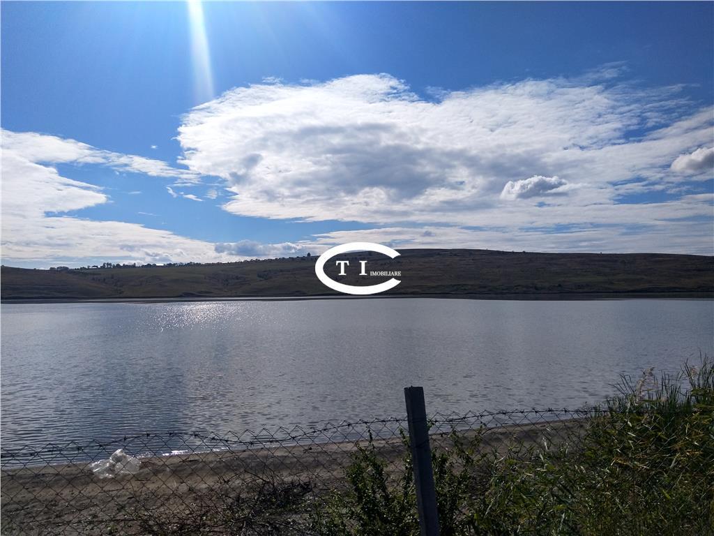 Teren intravilan, 9000 mp, pe malul lacului, comision zero