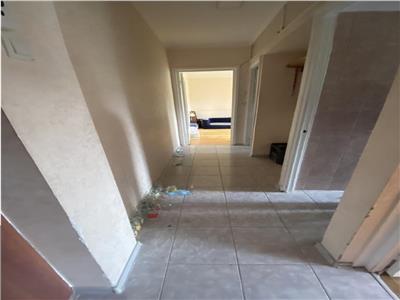 Apartament 3 camere Semidecomandat Alexandru Cel Bun